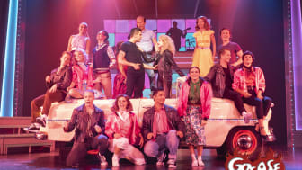 "Grease Lightning..med ensemble i ""Grease The Musical"""
