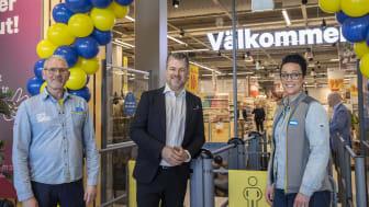 Butikschef Kent Nilsson, vd Anders Wennerberg, regionchef Petra Erps