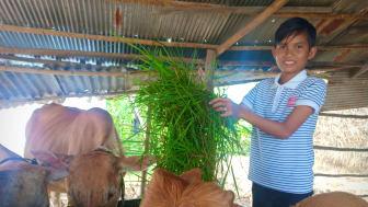 Bun 12 år i sin hemby i Kambodja.