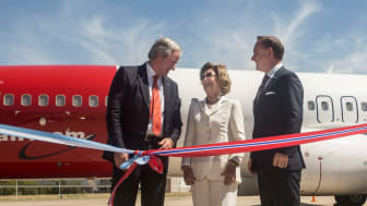 La reina Sonja de Noruega con el fundador y consejero delegado del Grupo Norwegian, Bjørn Kjos, y el capitán Ole Christian Melhus, consejero delegado de Norwegian Air Argentina. Marzo de 2018.