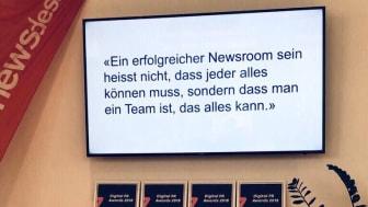 Das Clue Camp von Mynewsdesk am 7.6.2019 in München. Im Bild: ein Zitat von Lorenz Heinzer (AXA Schweiz), der gemeinsam mit Claudia Russo von Roland Berger rund 60 Teilnehmer zur digitalen Transformation ermunterte.