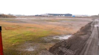 På den här tomten ska den nya anläggningen byggas. Foto: HL Bygg