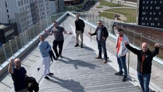 Team Barkfors njuter av sin fantastiska utsikt från The Edge takterrass.