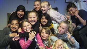 Hallagerbakken skoles FAU fikk i 2018 støtte til «Fredagsklubb» på Holmlia i Oslo. Det ble starten på en trygg og populær møteplass i nærmiljøet for elever fra femte til sjuende trinn, drevet av frivillige foreldre. (Foto: Sverre Chr. Jarild)