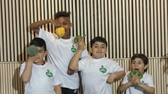Knappt 10 % av alla barn äter tillräckligt med grönsaker och frukt. Foto: Oskar Kihlborg