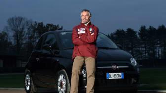 Italienska fotbollslandslagets tränare kör nya Fiat 500