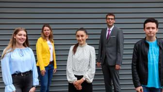 (von links: Sophia Mählmann, Silke Bullermann (stellvertr. Ausbildungsleiterin), Stefanie Hense, Jürgen Kolde (Ausbildungsleiter), Simon Peckskamp)