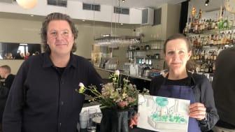 Per Bengtsson och Monica Carlsson med en illustration över den kommande planteringen