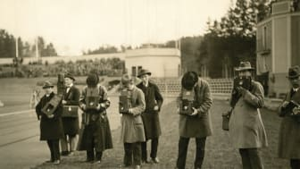 Pressfotografer vid ett idrottsevenemang på Slottsskogsvallen.