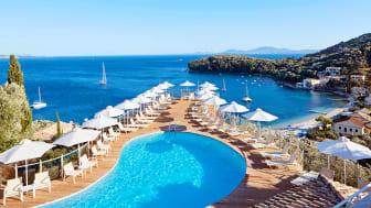 Korfu er ca. 640 km2 stor og har ca. 120.000 indbyggere, heraf ca. 40.000 i hovedbyen. Ca. 30 kilometer herfra ligger Kalami – en pittoresk landsby, hvor man bl.a. kan bo på San Antonio Corfu Resort.