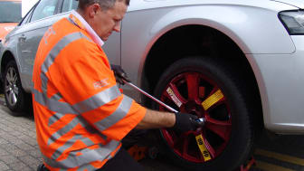 RAC rolls out universal spare wheel as 'puncture no spare' call-outs predicted to reach 250,000 by 2015