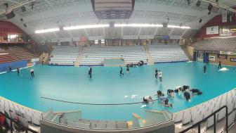 Boråshallen förbereds med golvläggning inför Champions Cup