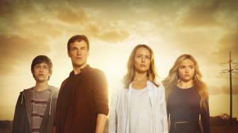 Percy Hynes White, Stephen Moyer, Amy Acker och Natalie Alyn Lind i The Gifted. Premiär på Fox den 21 december kl 21.55.