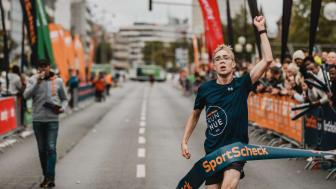Stefan Lauchner, der Zweite über die 10km Distanz beim Zieleinlauf.