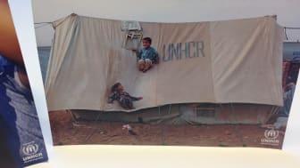 Wallenstam skänker tält till familjer på flykt från Syrien