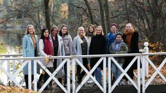 Cathrine Marstein Engen (3. f.v.), avdelingsleder i NoIS samlet i høst de yngste kvinnene i selskapet for å få råd om hvordan de kan jobbe enda mer målrettet med rekruttering mot jenter under utdannelse. Foto: NoIS