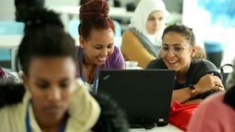 Kvinder med minoritetsbaggrund får muligheden for at blive IT-studerende, når ReDI School of Digital Integration lanceres i København den 5. september i SAP Experience Center.