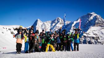 Teilnehmer des Freeski Camps 2019 vor Eiger, Mönch und Jungfrau