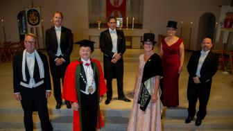 Nya professorer tillsammans med rektor och dekan. Från vänster; Martin Gellerstedt, Tomas Jonsson, Lars Niklasson, rektor, Nikolaos Kourentzes, , Alexandra Krettek, dekan, Anna Dahl Aslan, Lars Bröndum.