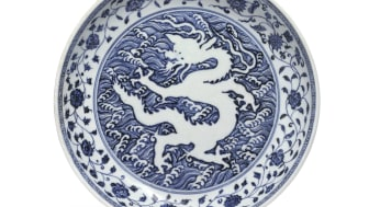 A Chinese Ming porcelain dish achieved a hammer price of a staggering DKK 46.2 million / EUR 6.2 million / USD 7.6 million (including buyer's premium) at the Danish auction house Bruun Rasmussen