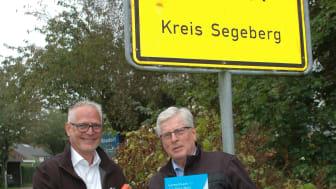 Andreas Dankert, Projektleiter Deutsche Glasfaser (links) mit Bürgermeister Reimer Wisch