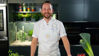 Ludwig Tjörnemo, Årets Kock 2020 och medlem i Svenska Kocklandslaget, har skapat pizza Från Sverige av svenska råvaror.