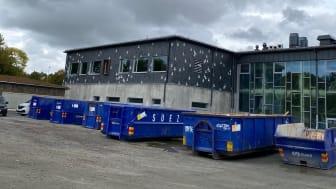 Åtta avfallsfraktioner utökades till elva - vilket gjorde att 100 procent av avfallet från Glöstorpsskolans rivning och byggnation kunde källsorteras.