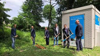 v.l.n.r. Nico Menebröcker (Gde. Saerbeck), Dr. Martin Sommer (Landrat Kr. Steinfurt), Dr. Tobias Lehberg (Bgm. Gde. Saerbeck), Torsten Höpfner (MA Deutsche Glasfaser), Ingmar Ebhardt (Breitbandkoord. Kr. Steinfurt) und Bernhard Rose (Grethen GmbH)