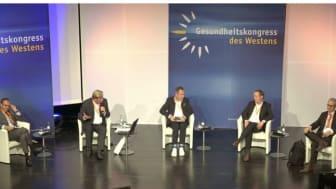 Diskussion vor Ort und virtuell: Dr. Patrick Frey, Hans Adolf Müller (Moderation), René Thiemann, Stephan Buttgereit und Prof. Dr. Boris Augurzky (v.l.) im Kölner Gürzenich. Zugeschaltet wurden Prof. Dr. Thomas Mansky und Michael Gabler.