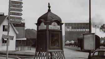 Skyltar som pekar ut de olika företagen i Värtahamnen år 1960