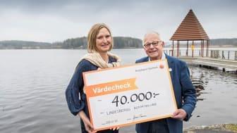 Yvonne Persson (Bergslagens Sparbank) och Leif Ohlsson (Lindesbergs Rotaryklubb).