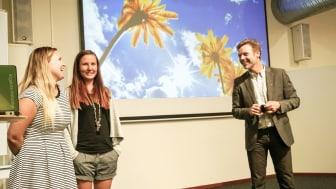 Emma Andersson och Julia Karlsson får beröm för My Day av innovationsrådgivare Johan Müllern Aspegren.