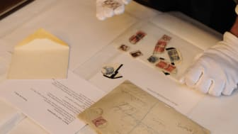 Pressevisning av kong Olav Vs frimerkesamling