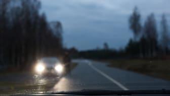 Julen är en av årets mest trafikintensiva och olycksdrabbade perioder. Då är det extra viktigt att du ser och syns i trafiken.