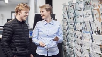 Pernille Dyrmose Nielsen igang med vejledning.
