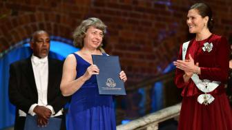 Vid 2019 års högtidssammankomst belönades bl.a. Kirsten Jensen, som fick ta emot akademiens stipendium till landsbygdsutvecklare ur H.K.H. Kronprinsessan Victorias hand. Foto: Erik Cronberg.