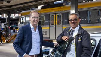 Bo Edsberger, vd, och Neguse Hadgebes, en av Taxi Göteborgs 700 syncertifierade förare. Foto: Glenn T Unger