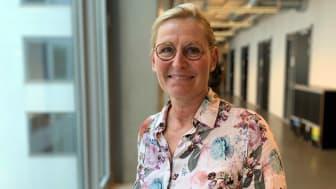 """""""Elever uppmuntras inte att utveckla sitt kritiska tänkande, istället skriver de för att klara proven"""", säger forskaren Christina Lindh."""