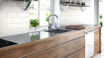En rostfri diskbänk skapar en härlig och stilren miljö i köket.