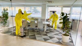Die vorsorgliche regelmäßige Desinfektion von Mietgebäuden durch den Kooperationspartner Belfor ist ein neuer Baustein des 360° Service-Portfolios von Algeco.