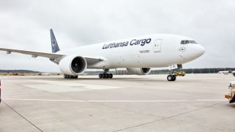 Becoming more sustainable together: Lufthansa Cargo offers all customers CO2-neutral freight shipments