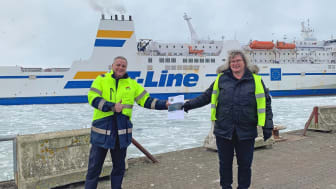 Jörgen Nilsson, vd Trelleborgs Hamn AB och Susanna Gustafsson, Skånes Luftvårdsförbund, med luftrapporten.