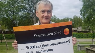Jan Åström skänker sin del av Kundmiljonen till FUB i Arvidsjaur