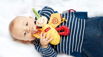 Einfach mal machen lassen: Schon Babys können sich alleine beschäftigen