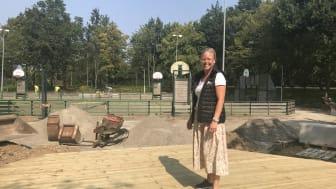 Helena Jirsved, bostadschef på Helsingborgshem, på plats vid multiarenan två veckor innan invigningen.
