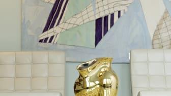 Glänzender Blickfang: Rosenthal Vase La Chute von Cédric Ragot jetzt auch in Gold titanisiert.