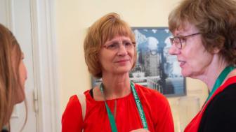 Karen Herbst i samtal med Sue Mellgrim, t.hö, från Team Dercum