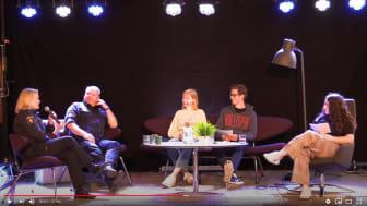 Bild från livesändningen där ungdomar intervjuar kommunpolisen i Göteborg.
