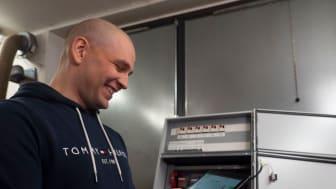 Mobiiliohjauksen käytettävyydessä on Bowecon lämmitysjärjestelmien ohjauskeskuksista vastaavan Veli-Pekka Leppäsen mukaan huomioitu sekä asiakkaan että laiteasentajan tarpeet. (Kuva: Schneider Electric)