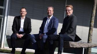 Direktør Claus Holm Andersen fra SEF Fiber A/S, Direktør Henrik Møller Nielsen fra OpenNet A/S og Anders Banke Adm. direktør i SEF A/S